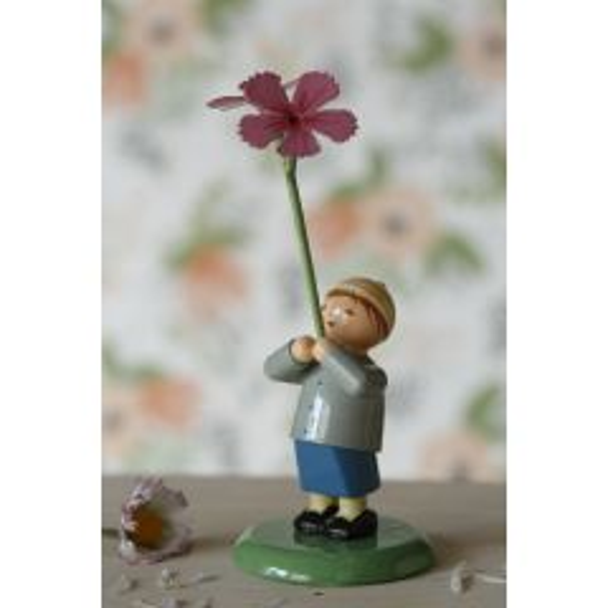 Landlust - Junge mit Nelke